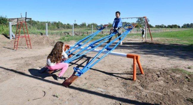 Nuevos juegos infantiles en el parque ferroviario