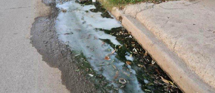 Se recuerda que habrá sanción monetaria por el arrojo de aguas servidas en la vía pública